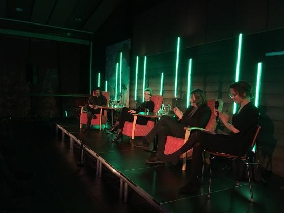 Erik Axel Sund, Agnete Friis ja Ronja Salmi